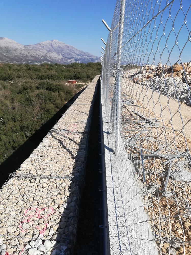 Sigurnosna zaštitna ograda sa žilet žicom